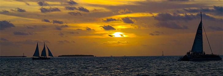 Segling i solnedgång