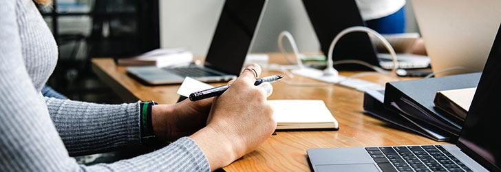 Ta hjälp av en låneförmedlare när du känner att det är dags att samla alla lån och krediter på ett ställe